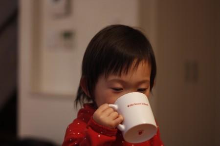 ミルクティーに目覚める2歳児